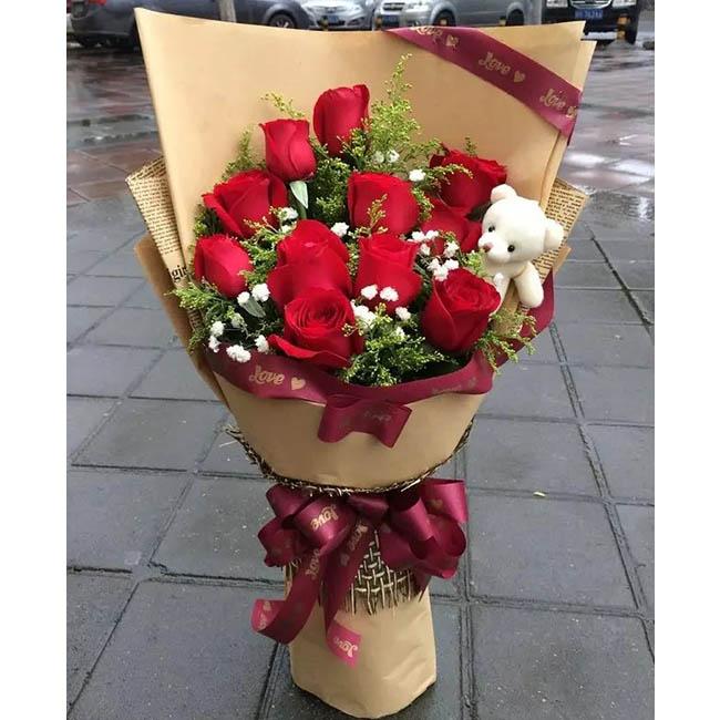 11朵红玫瑰,搭配黄