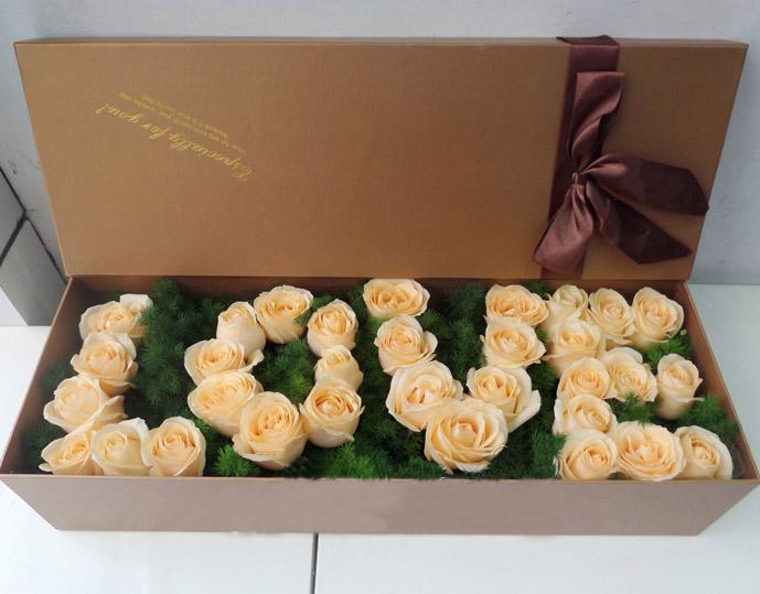 33朵香槟玫瑰,搭配配花,