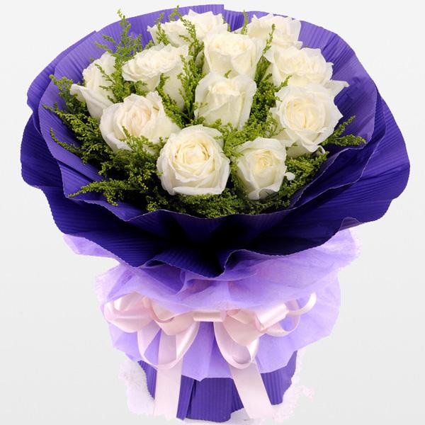 11朵白玫瑰,黄莺丰满。