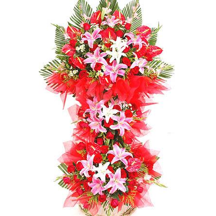 开张大吉花�_开张大吉-红玫瑰,香水百合,红掌,黄英,绿叶,红色棉纸.