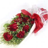 9支红玫瑰,搭配水晶草