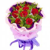 9枝红玫瑰独立包装,黄英丰满。